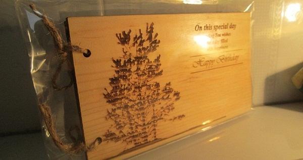Thiệp gỗ thông độc đáo