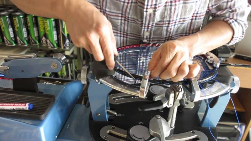 Kim Thành có nhân viên sửa chữa vợt rất chuyên nghiệp, nhanh nhẹn