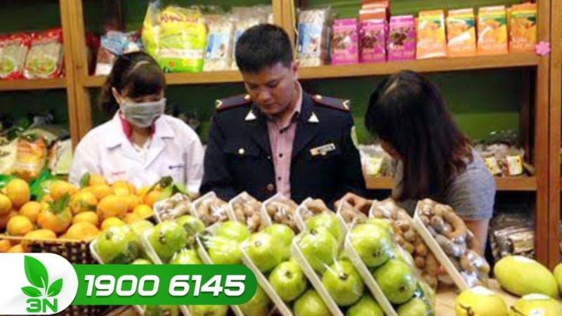 Kiểm tra an toàn thực phẩm tại cửa hàng Nông sản ngon
