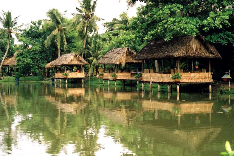 Cụm nhà hàng thuộc làng du lịch Bình Quới