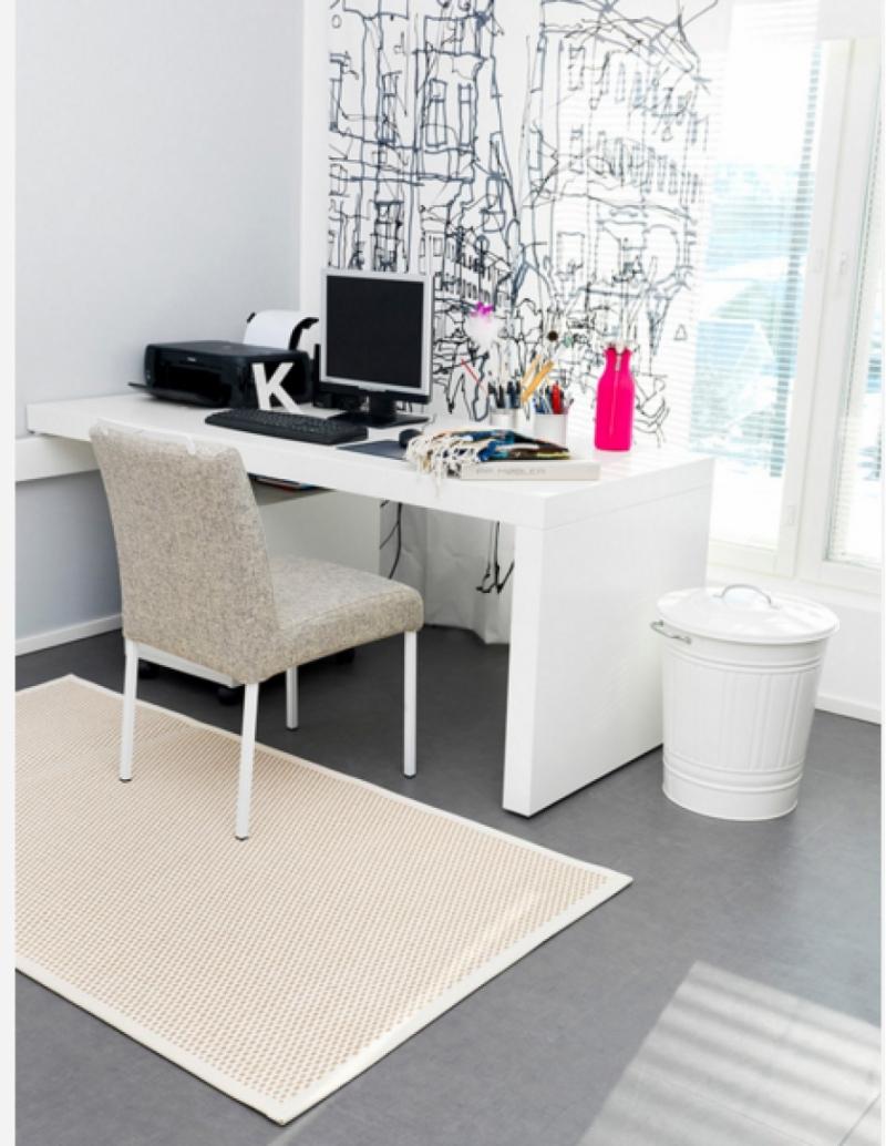 Phòng làm việc tông màu trắng hợp phong thủy của Bảo Bình