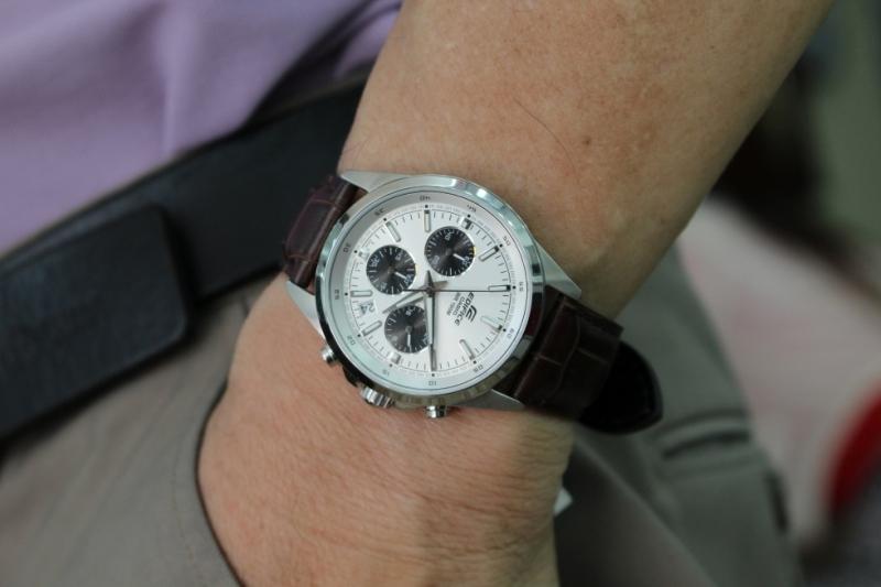 Đồng hồ có nhiều thứ để khám phá như chiếc Casio Edifice rất hợp với Bọ Cạp