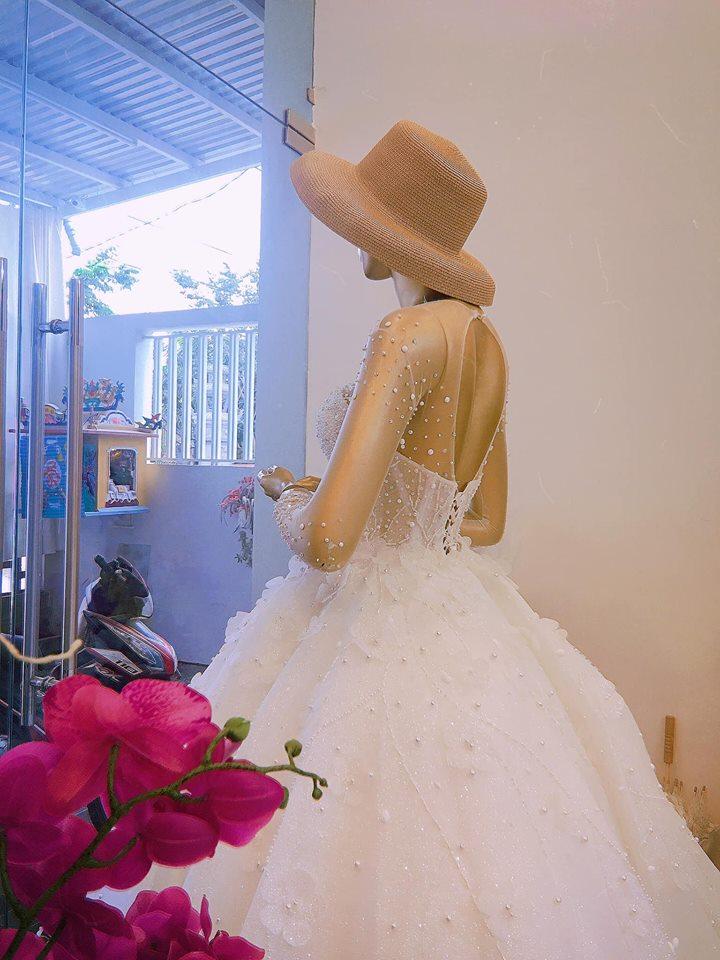 Misa Nguyễn còn cung cấp dịch vụ cho thuê váy cưới
