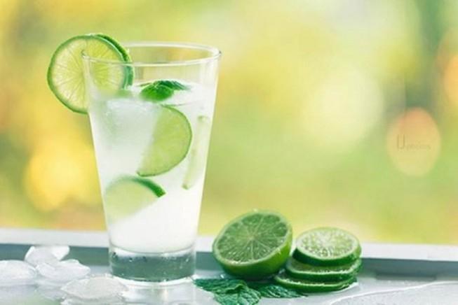 Chanh tươi cung cấp nước cho cơ thể