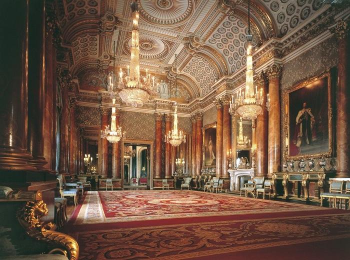Bên trong cung điện được trang trí xa hoa, lộng lẫy.