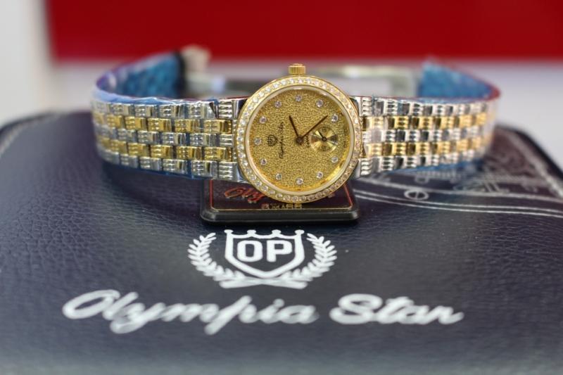 Chiếc đồng hồ có thiết kế cổ điển như Olympia Star OPA5595L cũng là một kiểu mẫu phù hợp với Kim Ngưu.