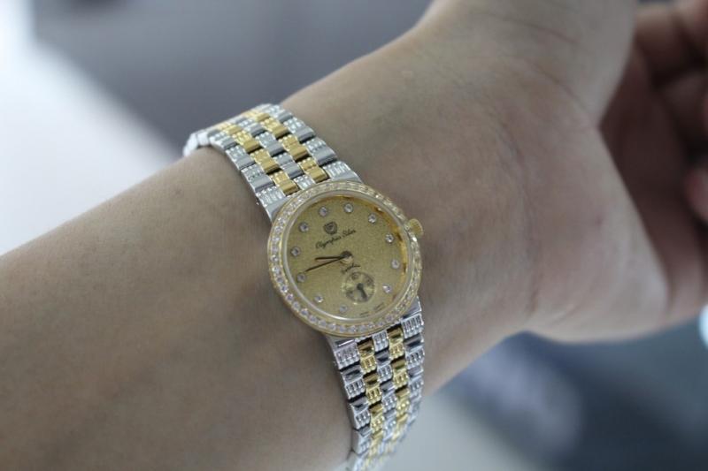 Mẫu đồng hồ này thường mang phong cách cổ điển và sang trọng
