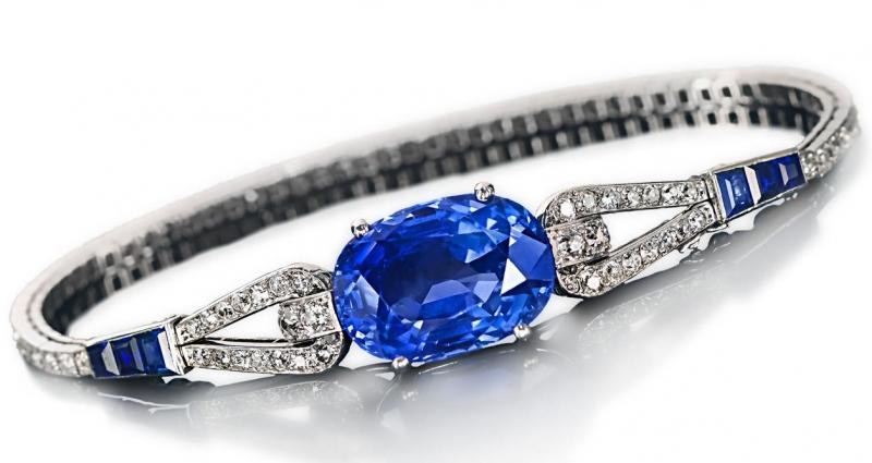Vòng đá phong thủy sapphire phù hợp nhất với Nhân Mã