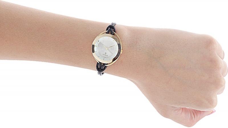 Nhân Mã hợp với khá nhiều thiết kế đồng hồ đeo tay, ví dụ những đồng hồ có mặt đá sapphire tròn to, ít kim