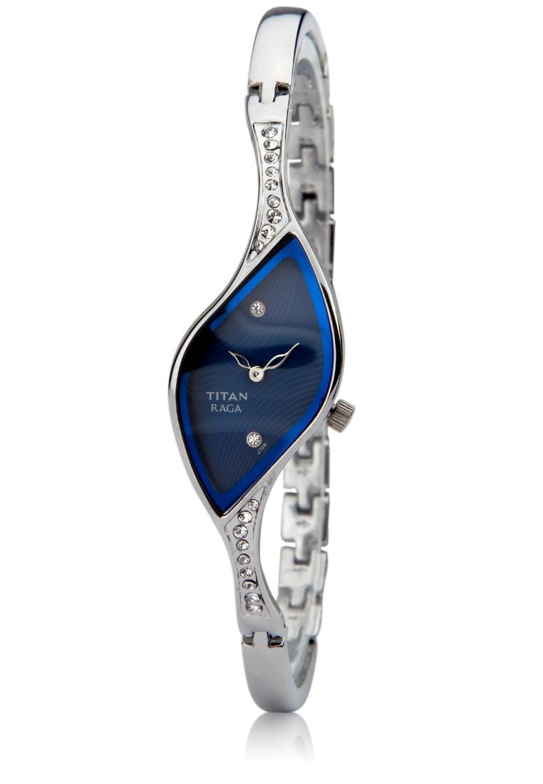 Nếu bạn định mua tặng Nhân Mã một chiếc đồng hồ thì nên chọn những chiếc có thiết kế màu sắc lạ mắt như chiếc Titan 9710SM01.