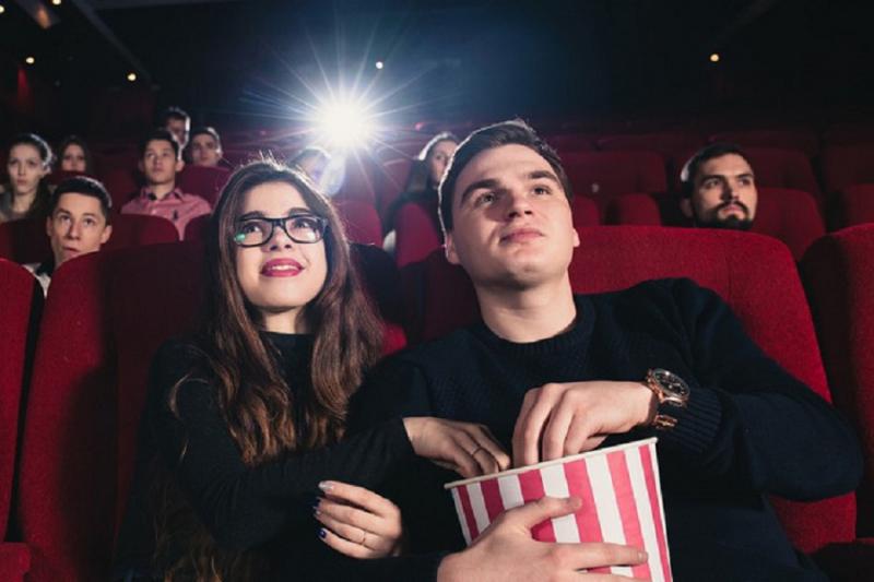 Cả hai có thể cùng nhau xem một bộ phim yêu thích