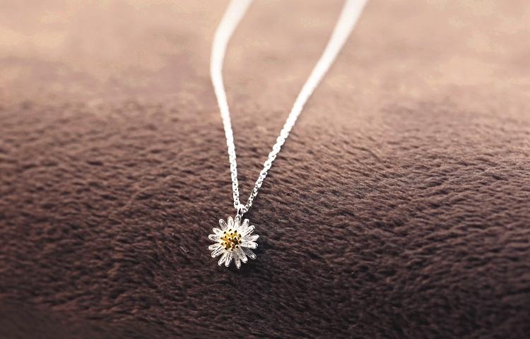 Dây chuyền bạc nữ hoa cúc vàng long lanh