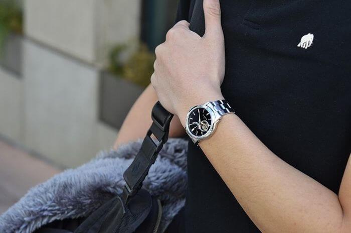 Phù hợp với Thiên Bình là chiếc đồng hồ Orient