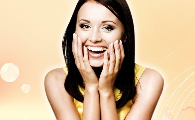 Việc cười thường xuyên cũng sẽ giúp cho những chứng stress của bạn giảm thiểu đáng kể, nếp nhăn lâu xuất hiện và nét mặt rạng rỡ hơn.