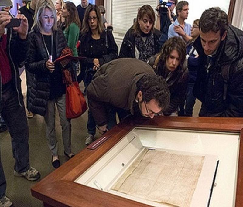 Chiêm ngưỡng Đại Hiến chương tại viên bảo tàng