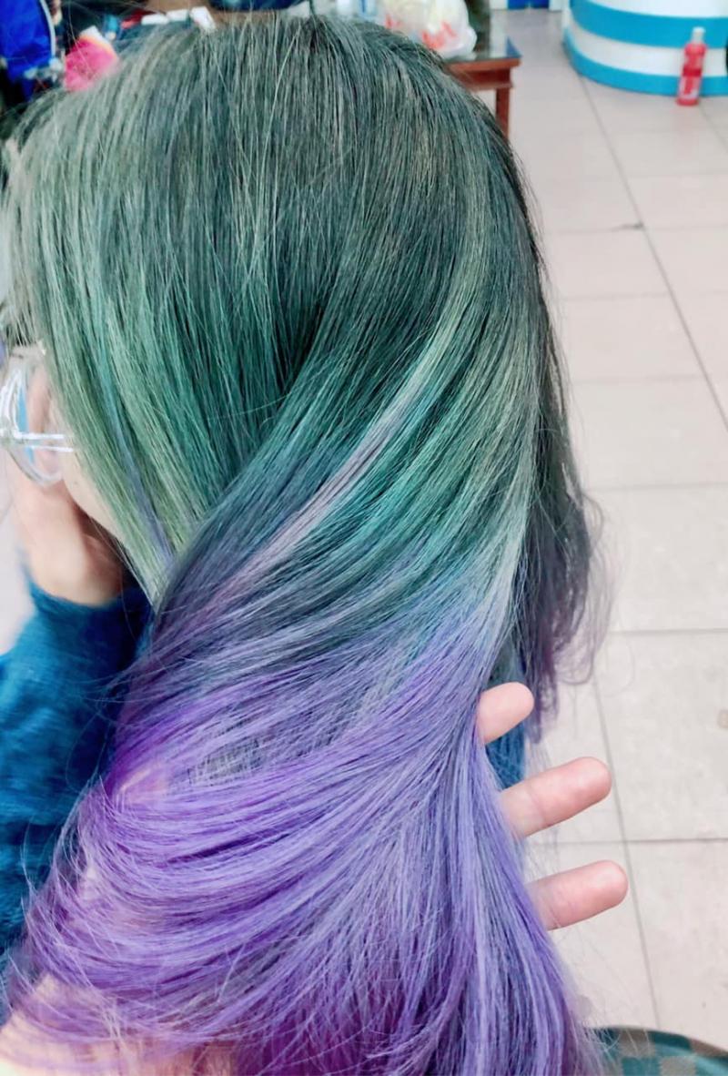 Cường Xoăn Hair Pro với mái tóc nhuộm thời trang