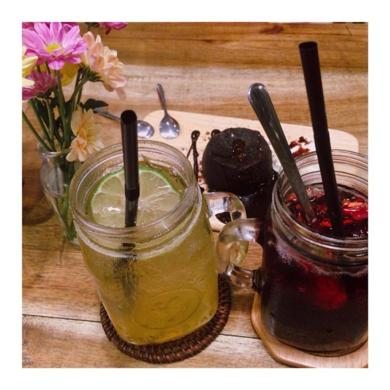 Từ món ăn, ly nước cho đến cách trang trí ở mỗi bàn đều khá tinh tế.