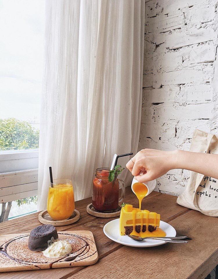 Những món đồ ăn ngon miệng và đẹp măt tại Cup of tea coffee & bistro cũng là một công cụ hỗ trờ rất đắc lực cho việc sống ảo của các nàng.