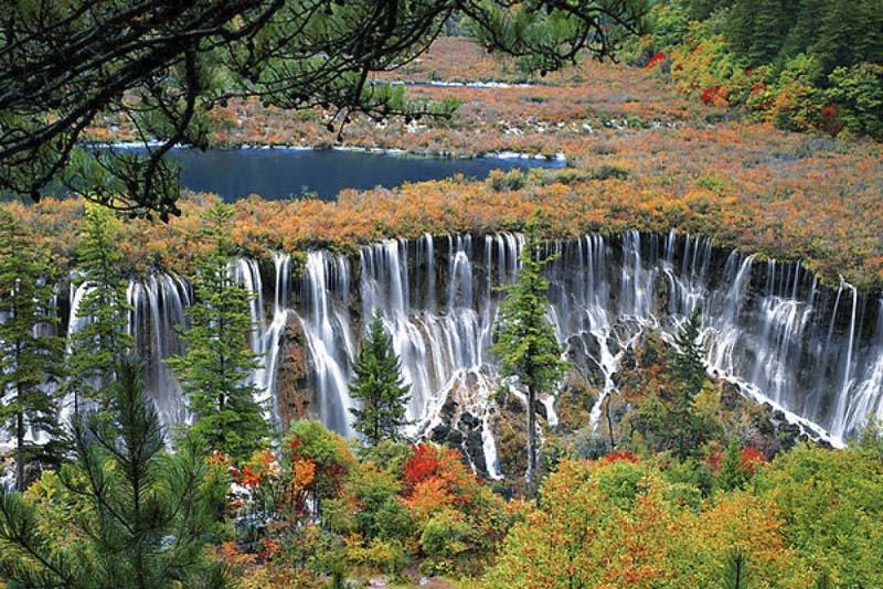 Một trong những con thác ở Cửu Trại Câu