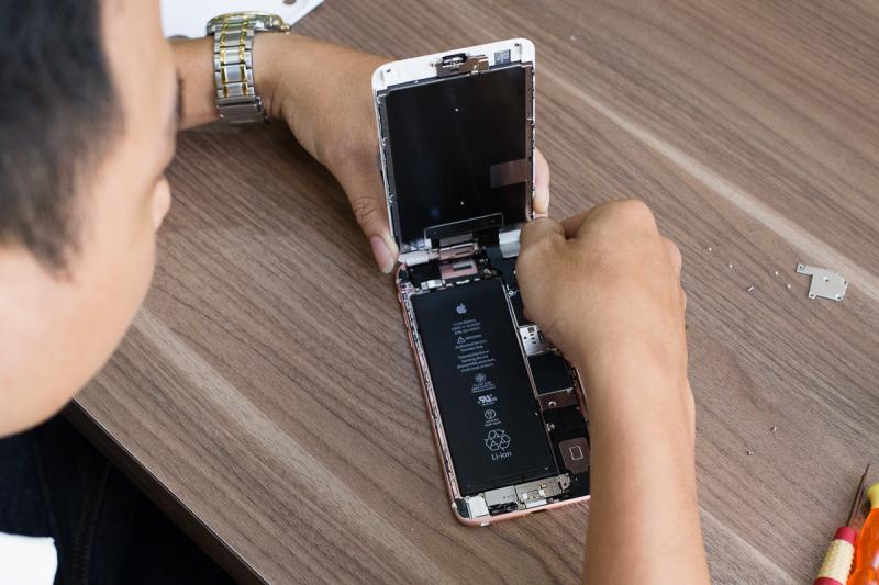 Nokia 515 vỏ gold - chiếc điện thoại lâu đời được bán tại D8 Long Xuyên (Giá: 2 400 000 VNĐ - thông tin mang tính chất tham khảo, sẽ thay đổi tuỳ thời điểm)