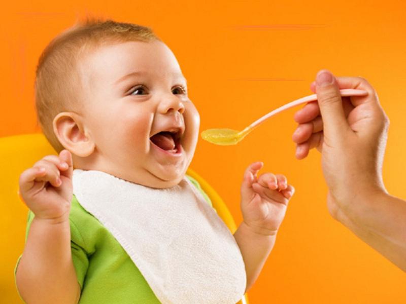 Cần đa dạng thức ăn cho bé
