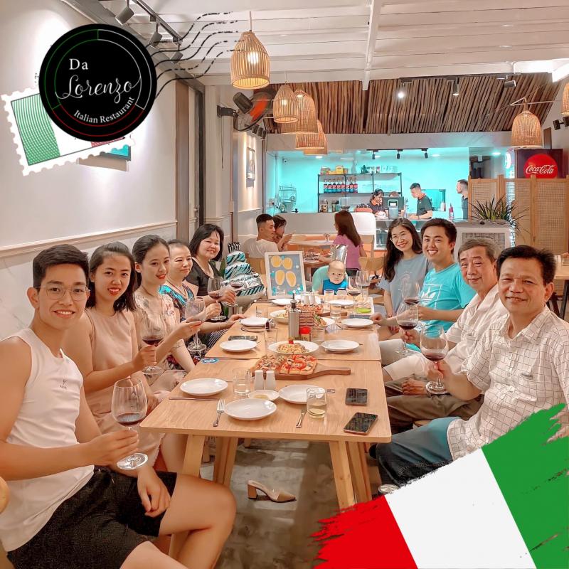 Không gian ấm cúng tại Da Lorenzo Italian Restaurant