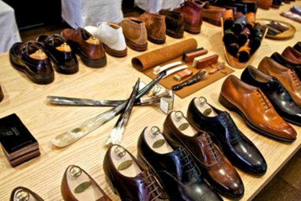 Shop giày nam tại TPHCM – Da màu Shop