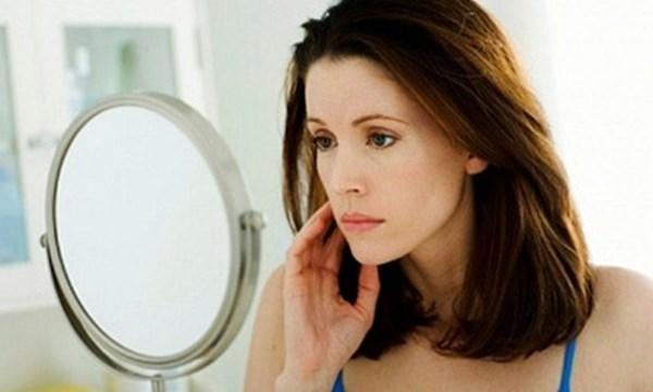 Hormone của cơ thể thay đổi, chất sắt trong máu thiếu hụt khiến da mỏng đi trông thấy