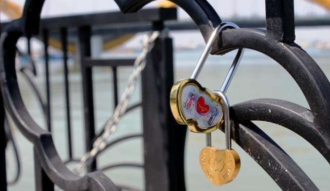"""Những chiếc ổ khóa biểu tượng của """"tình yêu vĩnh cửu"""""""