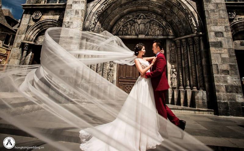 Chụp ảnh cưới tại nhà thờ ở Đà Nẵng