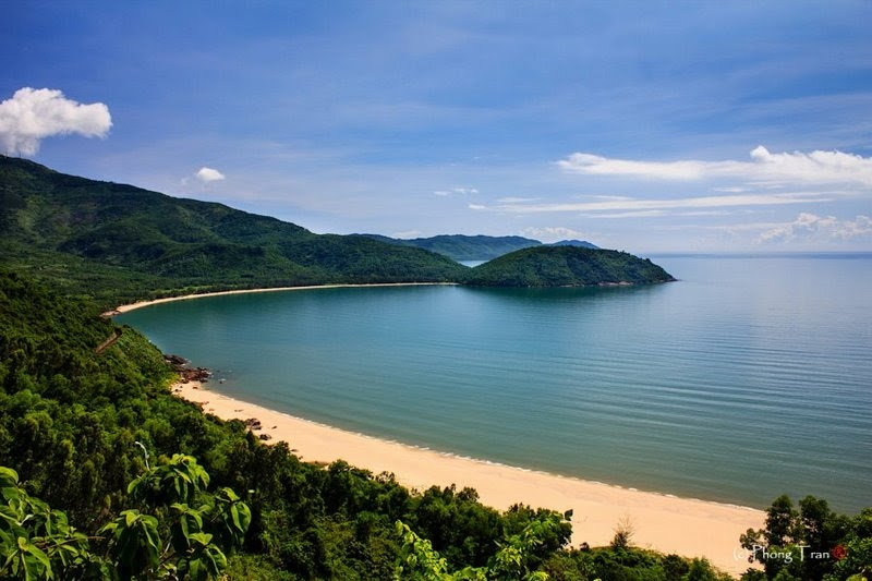 Góc nhìn tuyệt đẹp của vịnh Nam Chơn - Đà Nẵng, 1 trong số những cảnh quan thiên nhiên đẹp nhất Đà Nẵng mà khi đến đây chắc chắn sẽ làm 2 bạn xiêu lòng!