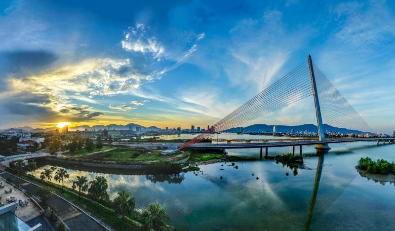 Thành phố Đà Nẵng xinh đẹp bên bờ sông Hàn