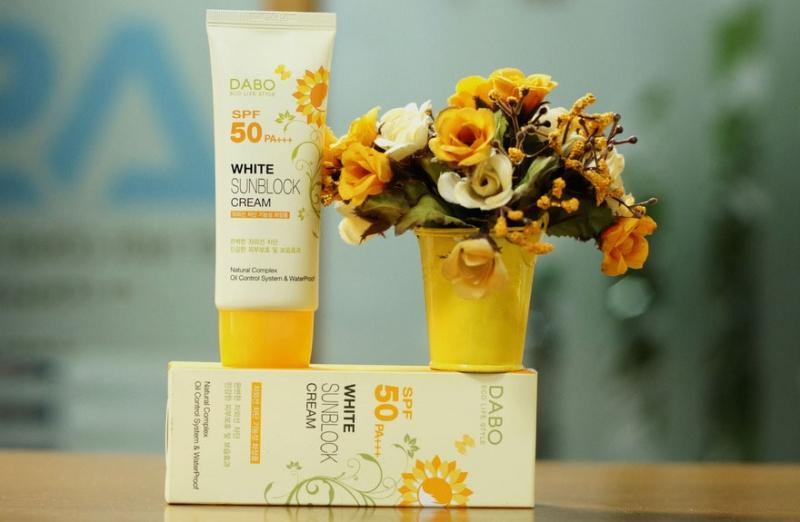 Kem Chống Nắng Hoa Cúc Trắng Da Sạch Nhờn Dabo Whitening Sunblock Cream Hàn Quốc