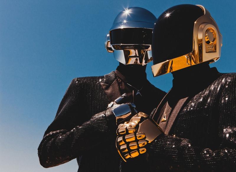 Daft Punk là nghệ danh chung của 2 nghệ sĩ người Pháp