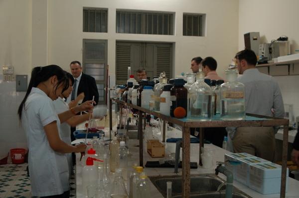 Một trong ba phòng thí nghiệm của bộ môn Công nghệ sinh học