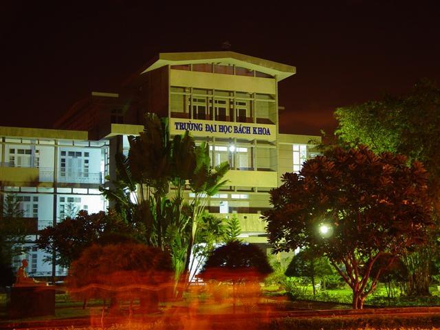 Một góc Bách khoa về đêm