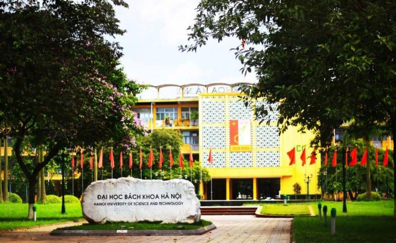 Khuôn viên rộng và đẹp tại trường