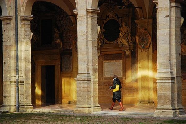 Bên trong trường Đại học Bologna