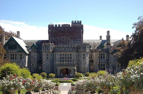 Tòa nhà Hatley của Đại học British Columbia được lấy làm bối cảnh cho Trường học đặc biệt dành cho Dị nhân trong X-Men: The Last Stand (2006).