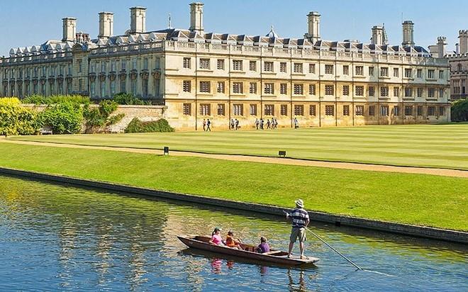 Đại học Cambriage nằm cạnh dòng sông tuyệt đẹp