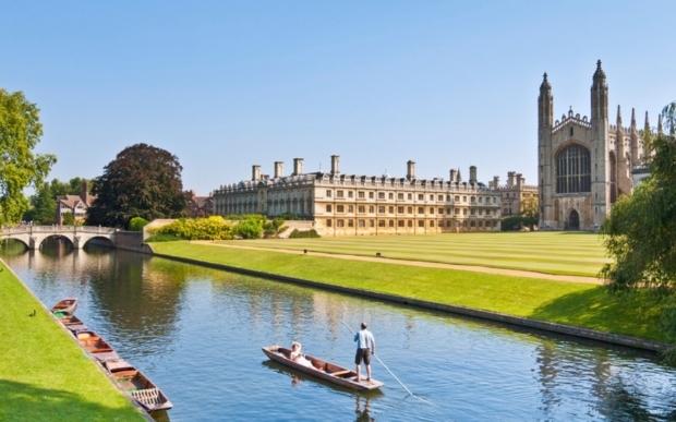 Khung cảnh tuyệt đẹp của Đại học Cambridge