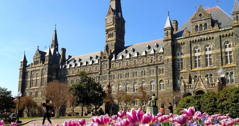 Đại học Georgetown được thành lập năm 1968 ngay trung tâm khu đô thị Georgetown