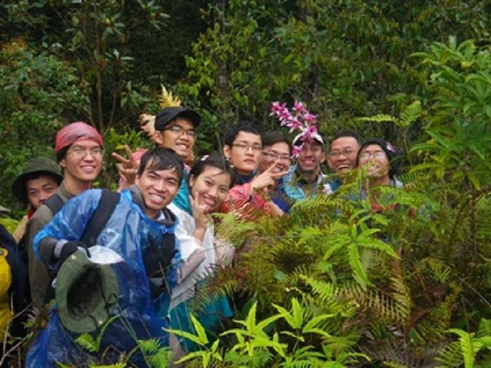 Sinh viên ngành Công nghệ sinh học trong chuyến đi thực địa