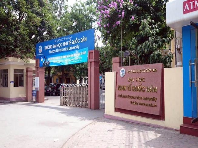 Cổng trường Đại học kinh tế quốc dân