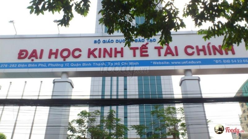 Cổng trường Đại học Kinh tế Tài Chính thành phố Hồ Chí Minh
