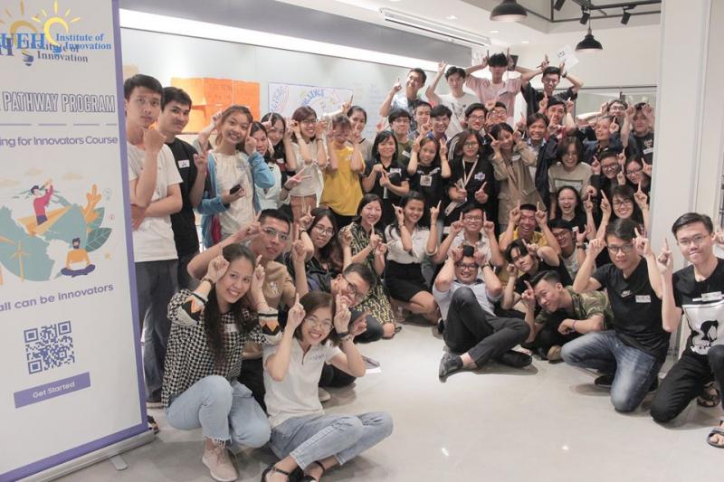 Sinh viên UEH chuyên nghiệp, năng động, sáng tạo.