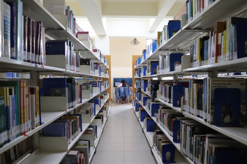 Thư viện của trường có nguồn sách rất phong phú