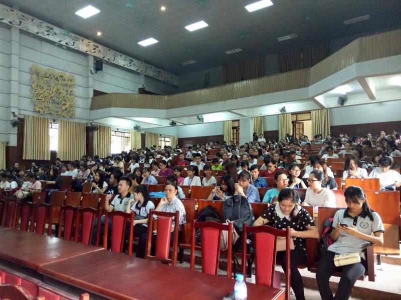 Phiên tòa lưu động luôn thu hút đông đảo sinh viên HLU tham gia