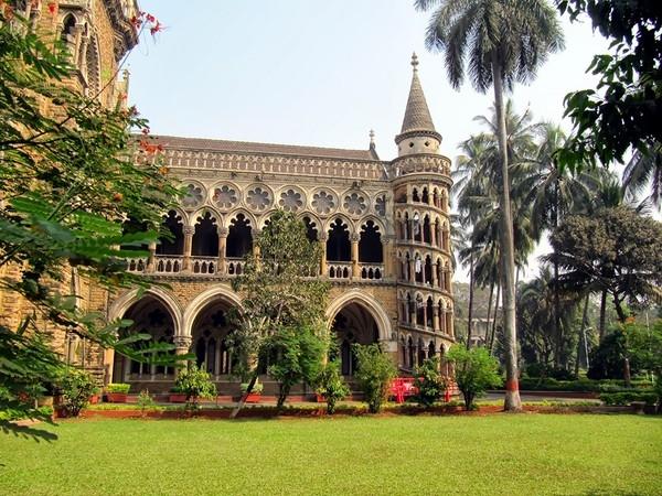 Mumbai là ngôi trường đại học hàng đầu Ấn Độ, là niềm mơ ước lẫn tự hào của các học sinh theo học