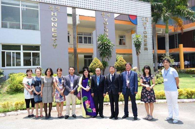 Ký kết thỏa ước giữa Trường Đại học Ngoại ngữ - Tin học TP. HCM (HUFLIT) và Trường Quốc tế Hàn Quốc (KIS).